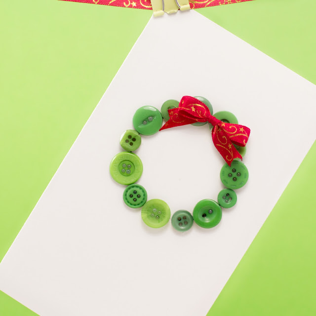 Diy christmas card ideas handmade christmas cards christmas even the preschoolers can make these adorable christmas cards they just need to shape the button as a wreath and stick a bow on it solutioingenieria Images