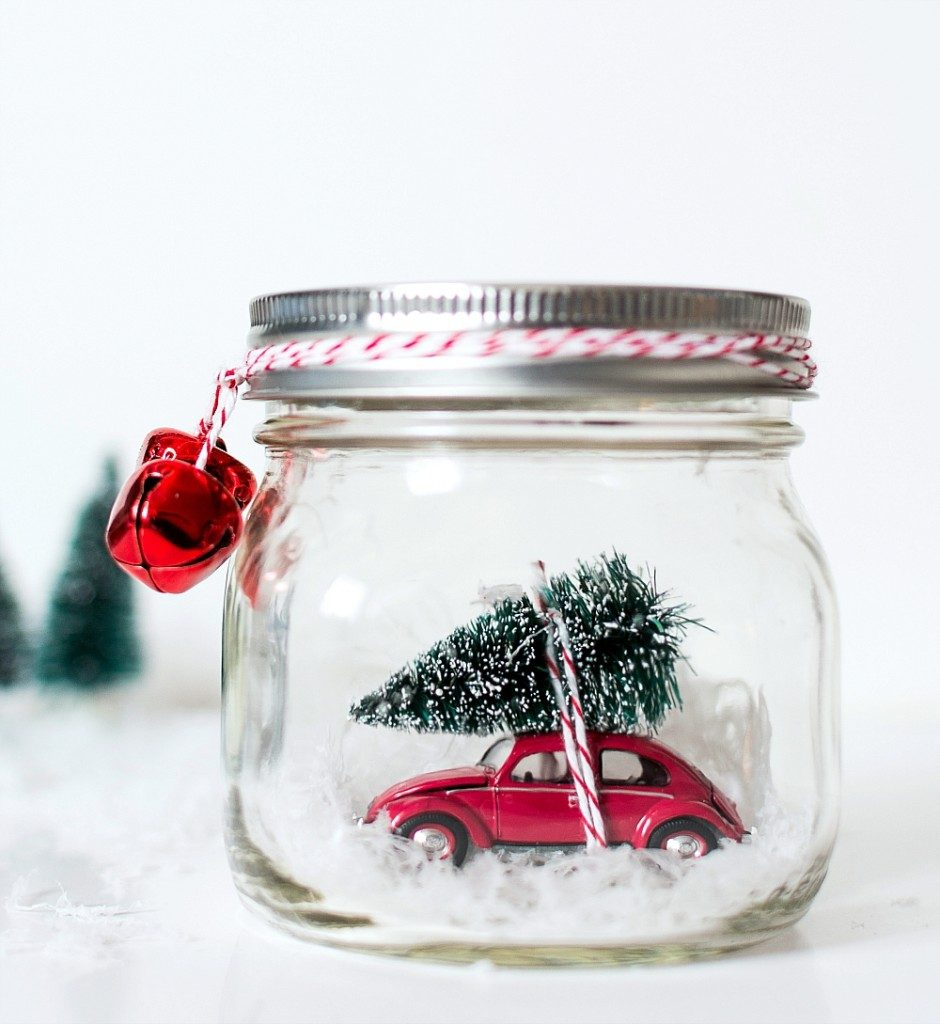 25 Magical DIY Christmas Snow Globes