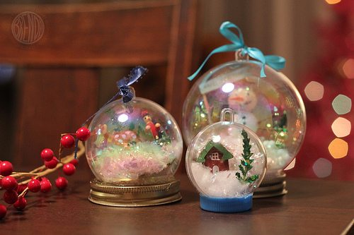 clear plastic ornaments in large sizes that can snap apart are what you need as the primary material for creating these waterless snow globes - Large Christmas Snow Globes