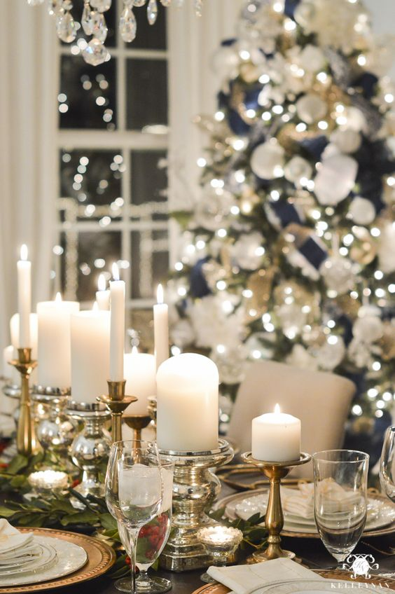 Top christmas table settings christmas celebration all Christmas decorations for the dinner table