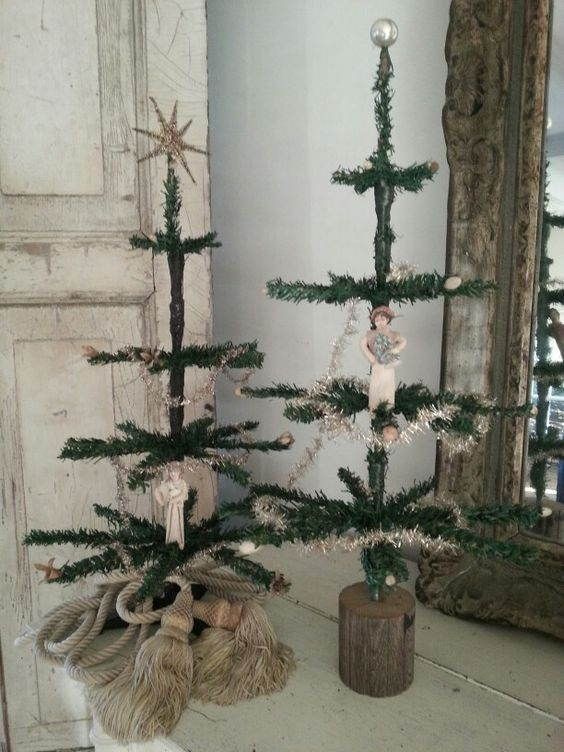 heres a rustic looking feather christmas tree for those whore trying to emulate a country side dcor a feathered christmas tree is combined with silver - Feather Christmas Tree Decorations