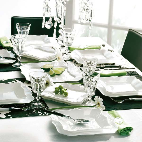 Green And White This table setting ... & Modern Christmas Table Setting Ideas - Christmas Celebration - All ...
