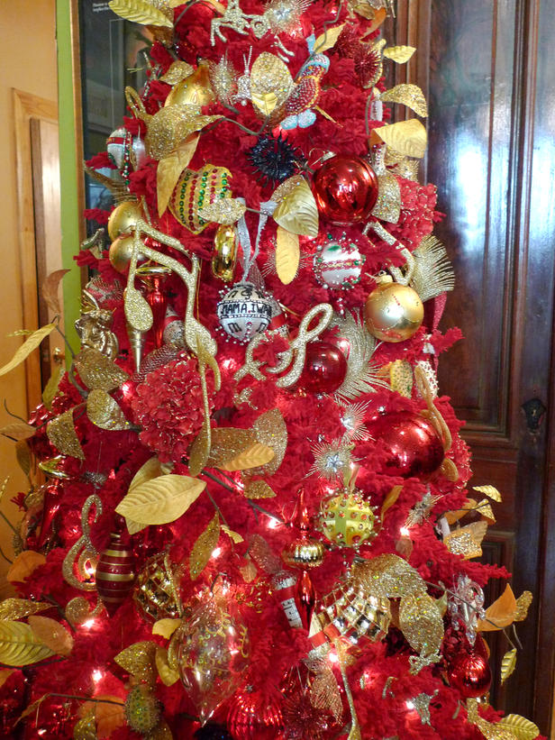 red and gold heres another pretty red christmas tree with gold decoration - Red And Gold Christmas Tree Decorations