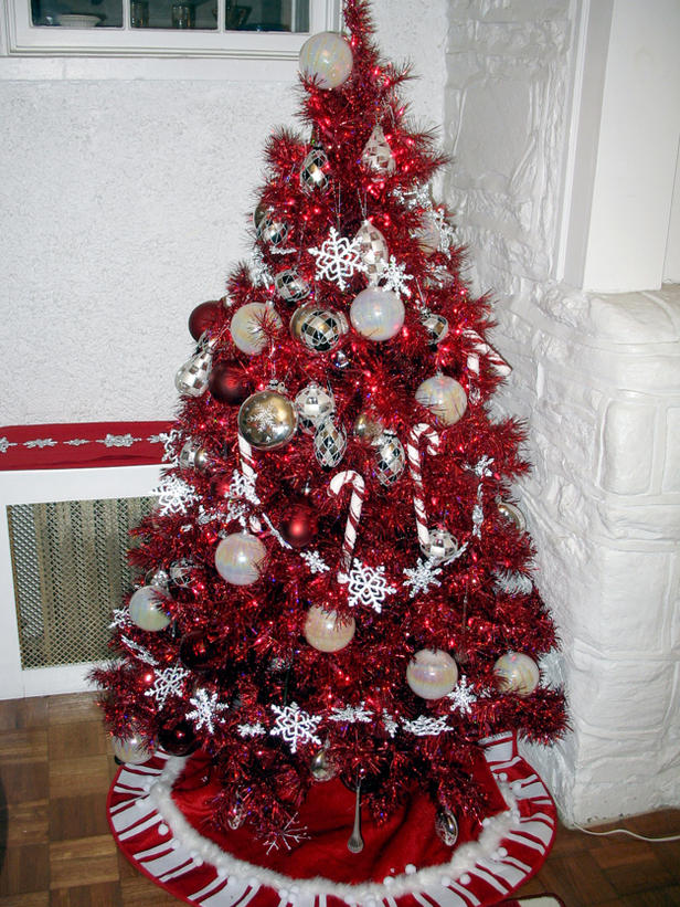 go for this vintage shimmery christmas tree decorated with white and silver baubles the subtle colored ornaments are complementing the glamorous red