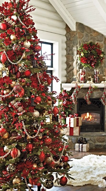 Christmas Tree With Red Ornaments Design Decoration