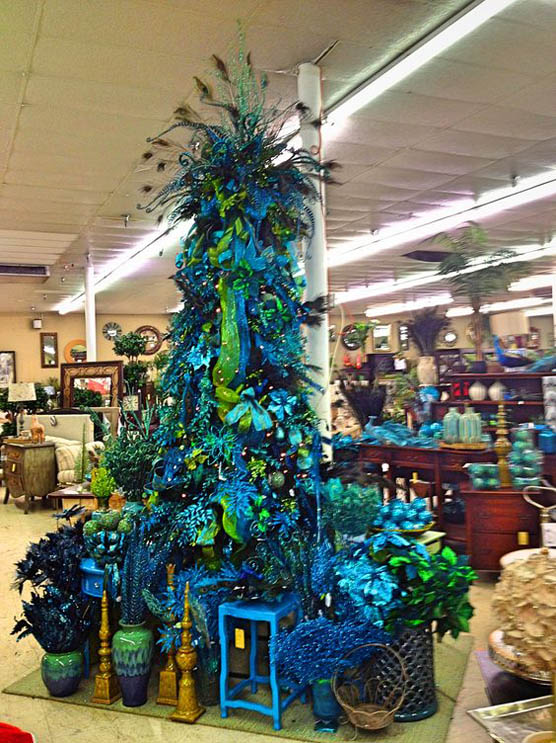 this is such an amazing blue christmas tree with peacock theme pretty breath taking - Peacock Blue Christmas Decorations