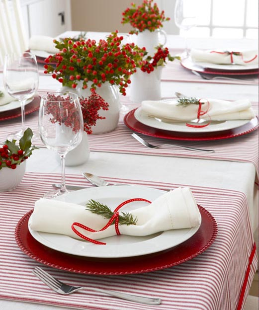 This setting is perfect for a summer Christmas table setting. Pair red and white stripes with brightly-colored red flowers and foliage. & Top Christmas Table Settings - Christmas Celebration - All about ...