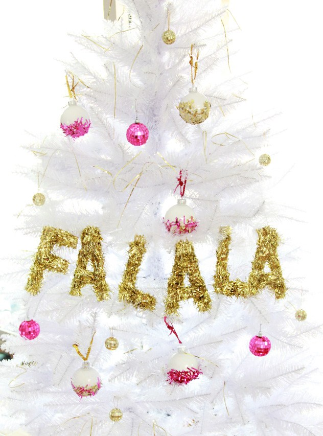 since white christmas trees are gaining popularity with every passing day people may buy this garland to deck it since gold