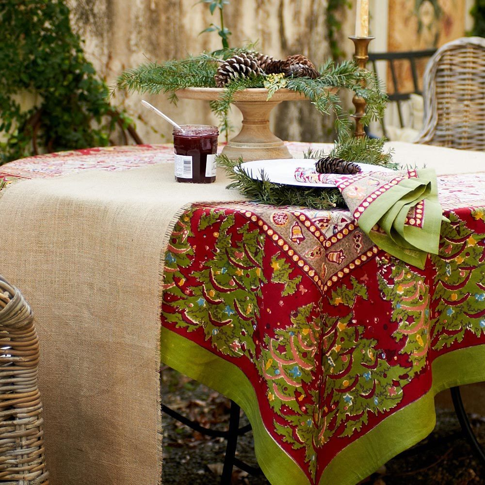 Christmas Tablecloth Design And Decoration Ideas ...