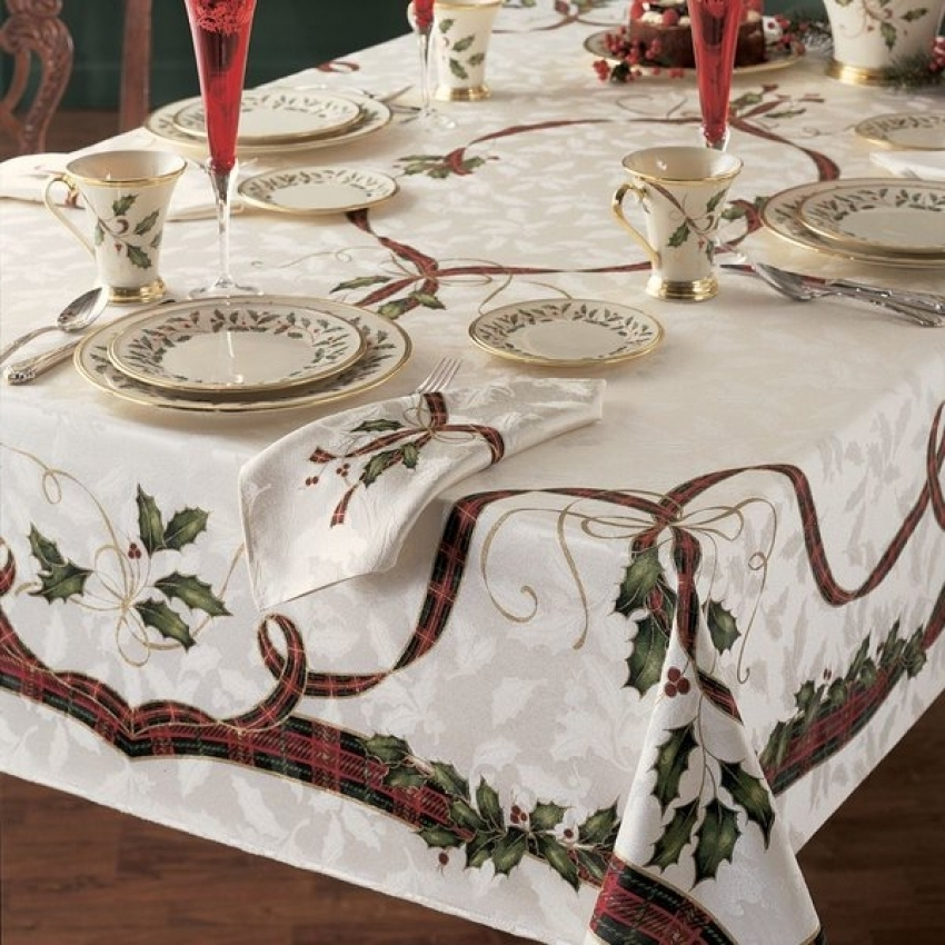How beautiful is this white tablecloth with plaid ribbon and holly leaf pattern? Donu0027t you think itu0027s looking supremely elegant? & Christmas Tablecloth Design And Decoration Ideas - Christmas ...