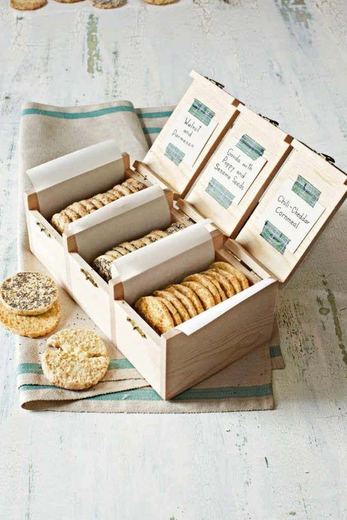 this trio of slice and bake crackers gets its cheesiness from gouda parmesan and cheddar cheese theres also an easy divider wooden box which can help