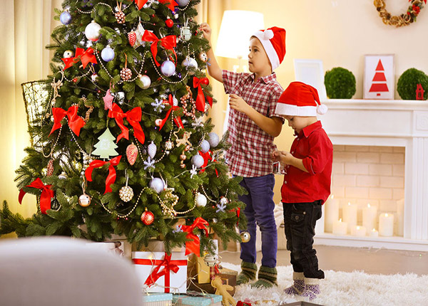 7 easy steps on how to decorate a christmas tree