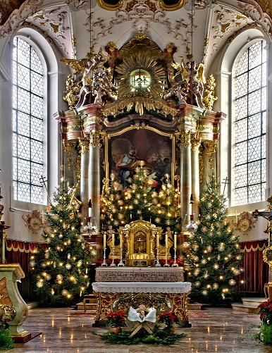 Try This Simple Church Décor Idea. The Center Of Attraction Here Is The  Beautiful Christmas Tree Decorated With Gold Lights.