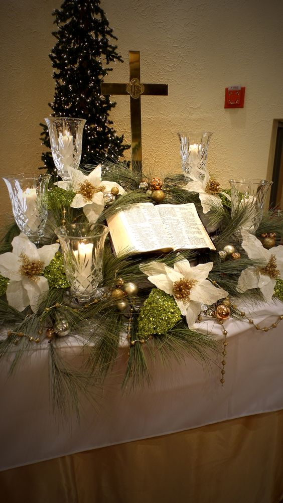 Altar Christmas Decorations Could Be More Than The Traditional Red And White Flowers Ornaments Lead Crystal Candle Holders Golden Poinsettias