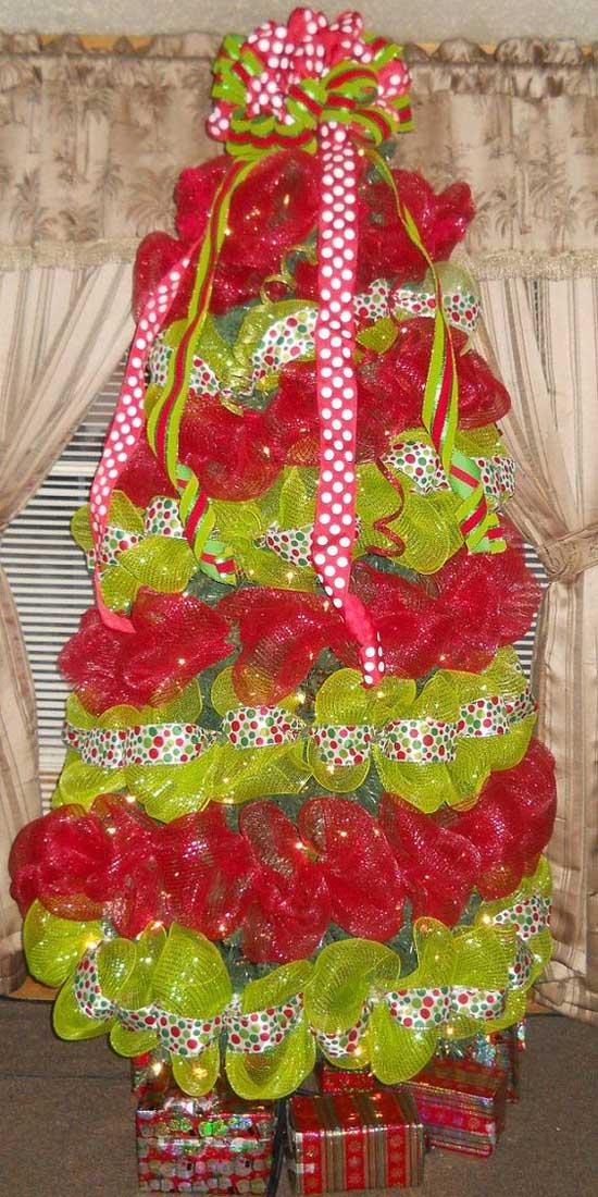 Christmas Tree Decorating with Mesh Ribbons - Christmas ...