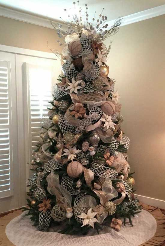 Christmas Tree With Mesh.Christmas Tree Decorating With Mesh Ribbons Christmas
