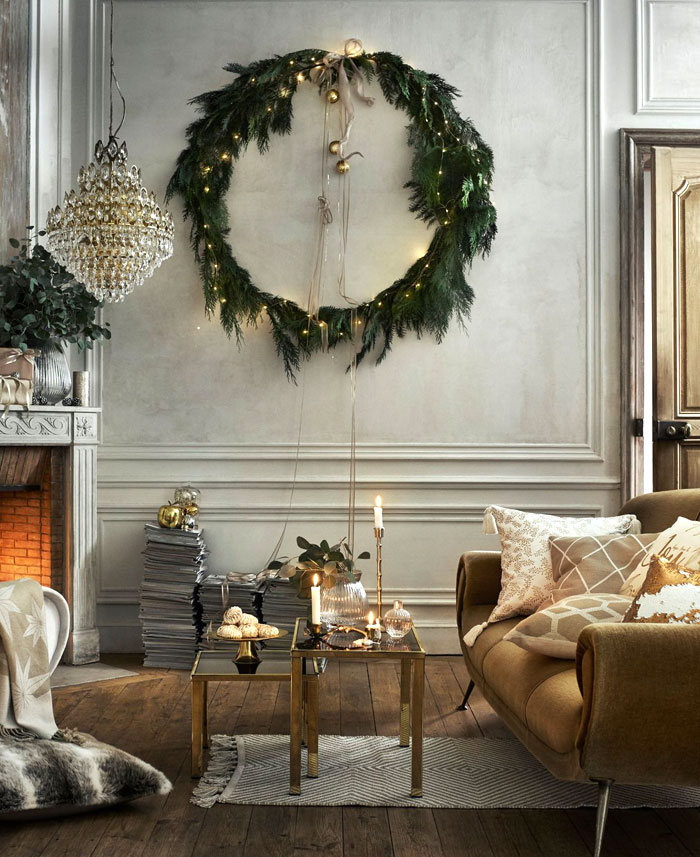 ... snowman and white decorations into your Christmas theme. It can be offset with brightly colored baubles or you can keep with a more neutral theme by ...