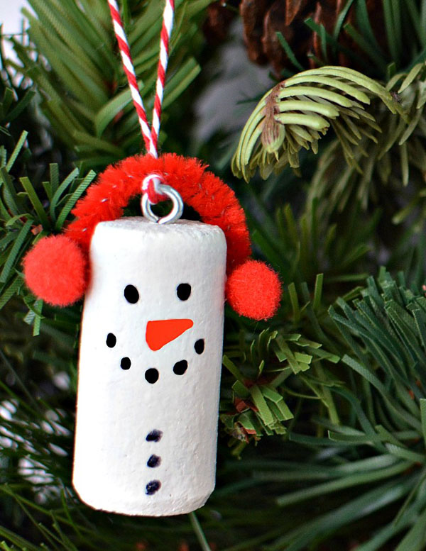 simple but effective hanging pendant snowman with a red hat makes is a nice decoration