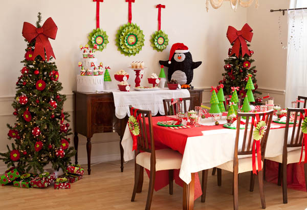 in the centre of any feast and decoration is the dining room here is an idea of how to decorate your dining room for a christmas party with elegance and in - Christmas Party Decorations