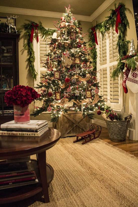 Red Silver And White Lights Are A Timeless Christmas Scheme This Gorgeous Tree Is Covered With Dangling Ornaments And Burlap Ribbon