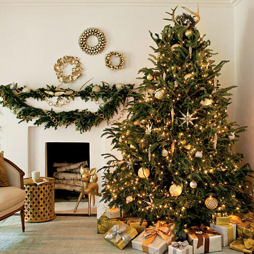 create an air of elegance with this christmas tree decorating ideas to complement with the gold christmas lights gold ornaments and baubles are displayed - Gold Christmas Tree Decorating Ideas