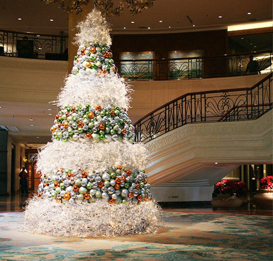 Here's a magnanimously huge and elegant Christmas tree. Filled with Christmas balls of different colors ad wrapped with magical lights, this will surely wow ...