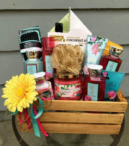 Forgo the usual coffee flowers and baking essentials; give your mom a bath-themed gift basket that she can really use to overcome that energy-zapped state ... & Christmas Gift Basket Theme Ideas - Christmas Celebration - All ...