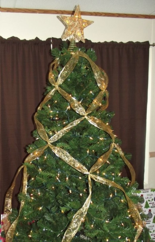 35 BEAUTIFUL CHRISTMAS TREE DECORATED WITH RIBBON ...