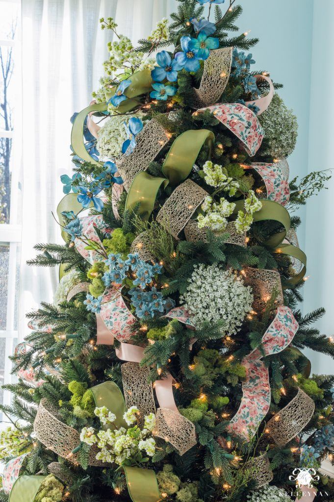 35 Beautiful Christmas Tree Decorated With Ribbon Christmas Celebration All About Christmas
