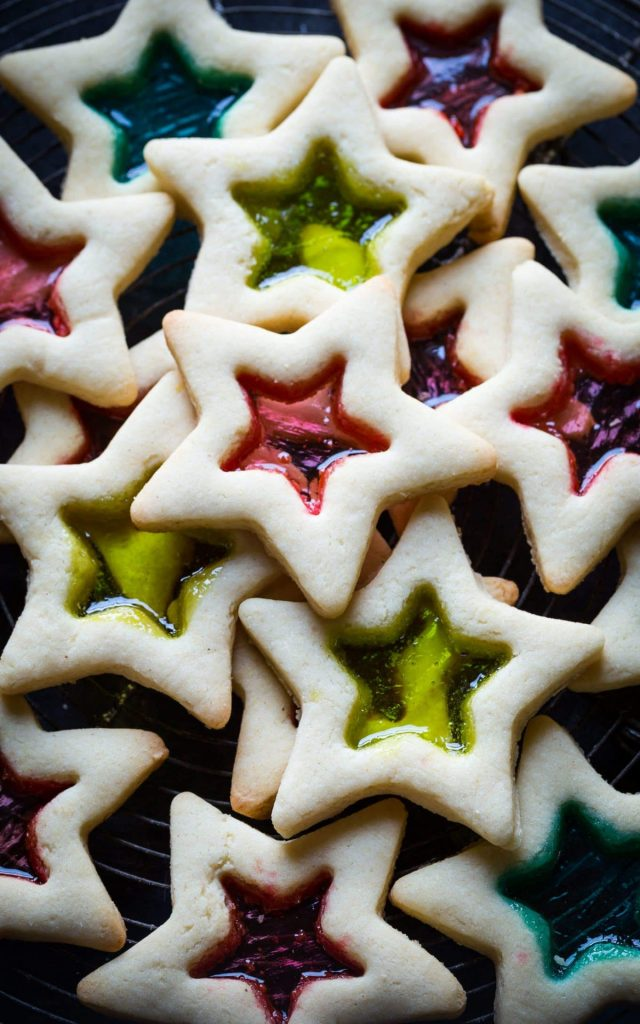 STAINED GLASS CHRISTMAS COOKIES: