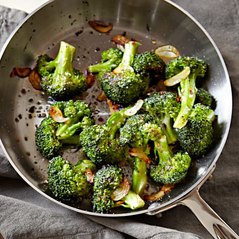 BROCCOLI WITH TOASTED GARLIC AND HAZELNUTS: