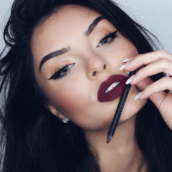 Creative Lip Makeup Ideas for Christmas Party
